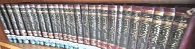 ترتيب الكتب على الرفوف